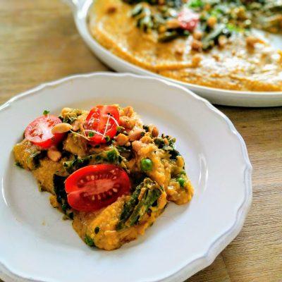Spicy Polenta mit orientalisch gewürztem Gemüse in Erdnusssauce